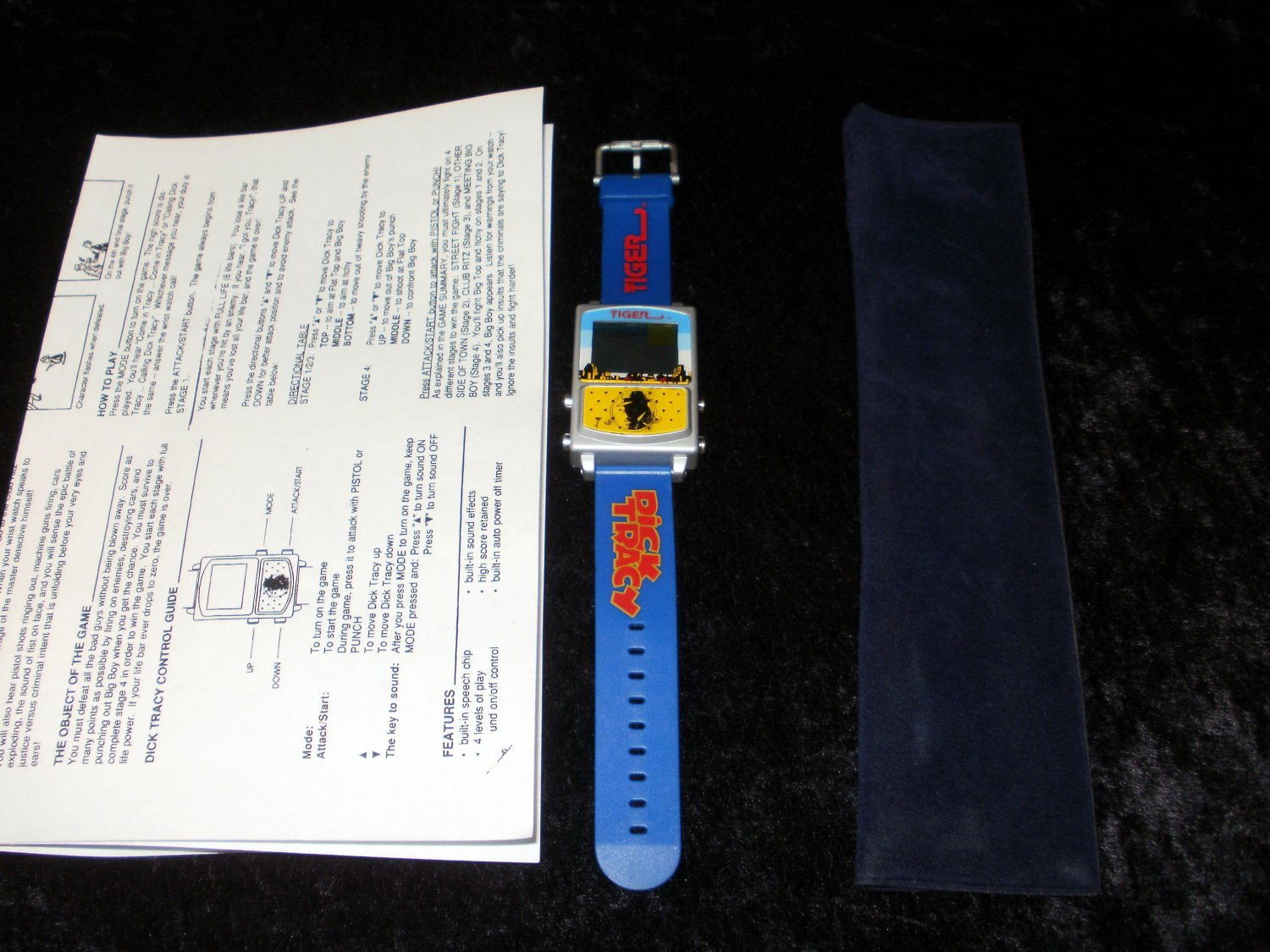 Dick Tracy - Vintage Talking Handheld Watch - Tiger Electronics 1990 - With Carrying Case - Rare