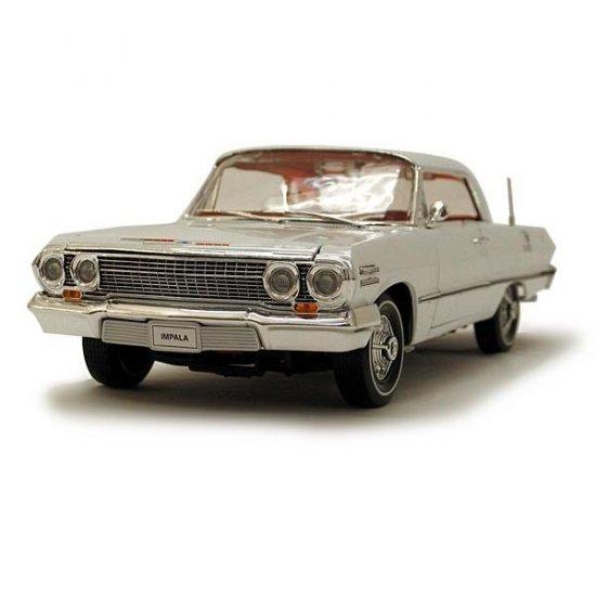 Welly 1963 Chevrolet Impala Hard Top - White - 1:18