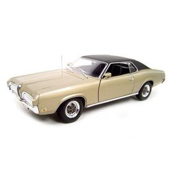 Welly 1970 Mercury Cougar XR7 Gold 1:18 Diecast Model