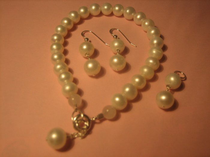 White Freshwater Pearl set.