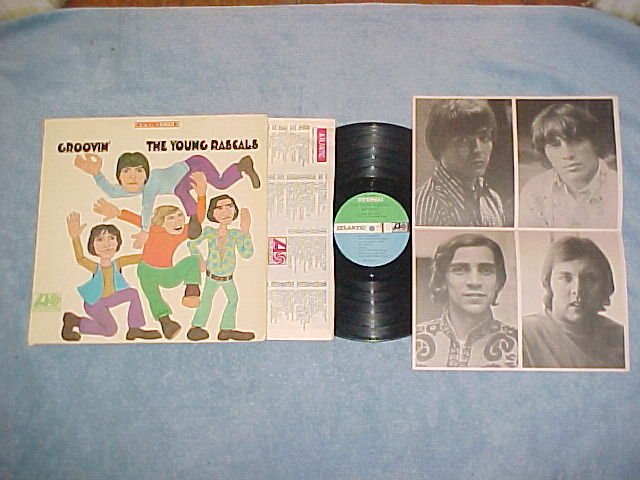 THE YOUNG RASCALS--GROOVIN'--Stereo 1967 LP w/NM POSTER
