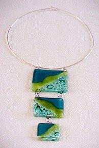 C474030516 - Three-Piece Glass Pendant Necklace