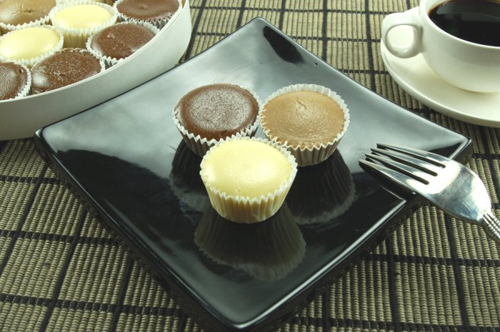 Bite Size Cheesecake Truffles - New York, Raspberry, Chocolate Chip