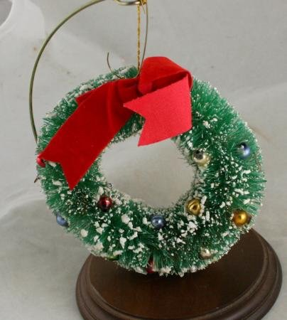 Bottlebrush Wreath Ornament-Japan-Glass Bead VINTAGE ORNAMENT