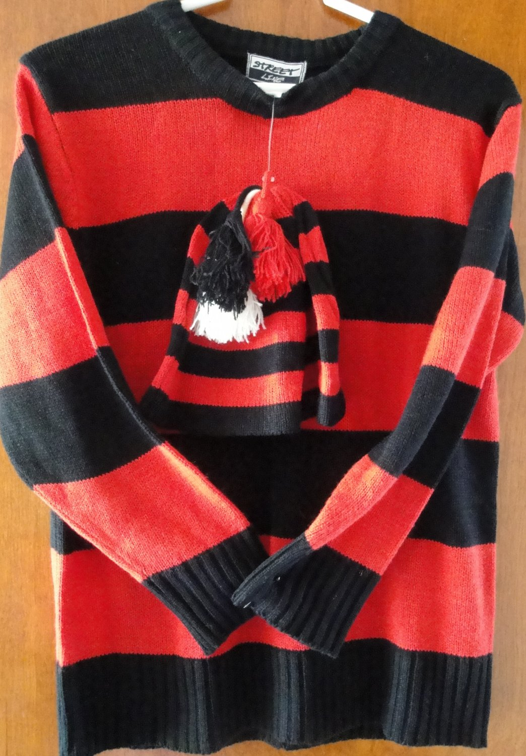 Free Shipping STREET LINE 100% ACRYLIC RED STRIPPED w BLACK PULLOVER & HAT SIZE LARGE(14/16)jacket