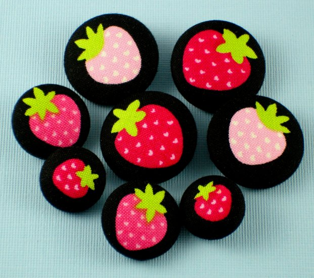Strawberry Buttons for crafting and sewing - Fabric Covered Buttons - 8pcs