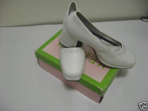 Vanesa White Smooth Ladies Dress Shoes, Size 7