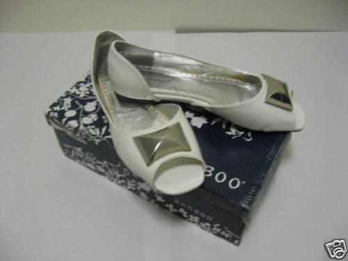 Ladies White Casual FLat Shoes by Bamboo, Size 6