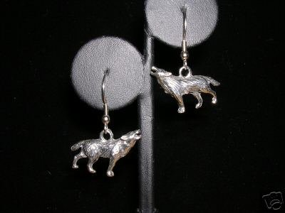 FULL BODY 3D HOWLING WOLF / SPIRIT WOLVES SOLID PEWTER CHARMS DANGLING ANIMAL EARRINGS