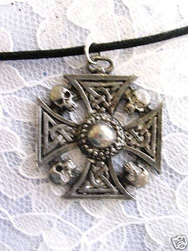 VINTAGE AMERICAN PEWTER CELTIC MALTESE IRON CROSS & SKULLS PENDANT ADJ NECKLACE