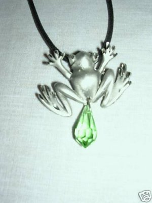 ENGRAVED PEWTER TREE FROG PENDANT w GREEN CRYSTAL DANGLE ADJ NECKLACE