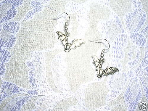 WITCHING HOUR FLYING VAMPIRE BAT / BATS PIERCED EARRINGS HALLOWEEN