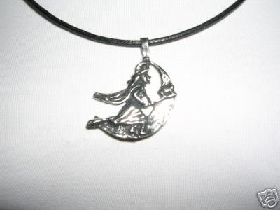 HALLOWEEN WITCH RIDING HER BROOMSTICK BY MOON CAST PEWTER PENDANT ADJ NECKLACE