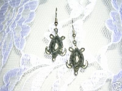 USA CAST PEWTER DETAILED ENDNAGERED OCEAN LIFE HONU SEA TURTLE CHARM EARRINGS