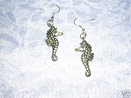 LARGER SIZE REEF CREATURE SEA FARING OCEAN REEF SEA HORSE PIERCED EARRINGS