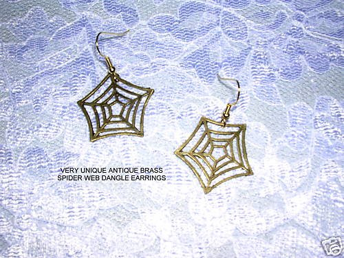 NEW WILD & WICKED ANTIQUE BRONZE DETAILED SPIDER WEB HOOK WIRE EARRINGS