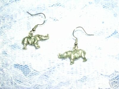 AFRICAN SAFARI RHINOCEROS / RHINO w HORNS DANGLING PEWTER CHARM EARRINGS