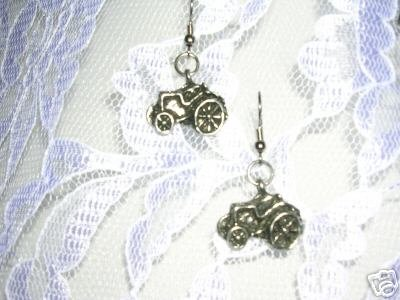 NEW CAST PEWTER FARM TRACTOR LAND TRACTORS DANGLING CHARMS EARRINGS
