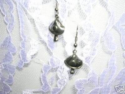 NEW CUTE PEWTER SPOT MUSHROOM CHARMS DANGLING NATURE FASHION HIPPIEEARRINGS