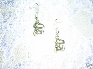 NEW CUTE RUNNING SNOOPY DOG SILVER ALLOY METAL CHARMS EARRINGS