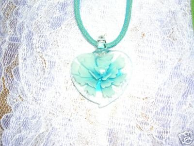 CLEAR GLASS HEART with BLUE FLOWER BURST CENTER PENDANT NECKLACE JEWELRY