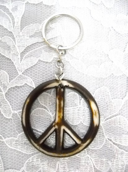WORN LOOK BROWN / NATURAL COLOR RESIN PEACE SIGN KEY RING / KEYCHAIN