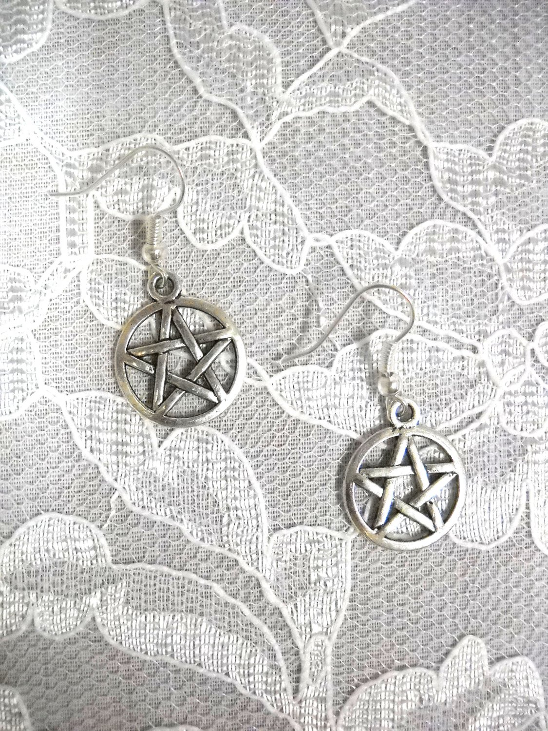 NEW WOVEN PENTACLE STAR 5 POINT STARS DANGLING ALLOY SILVER CHARMS EARRINGS