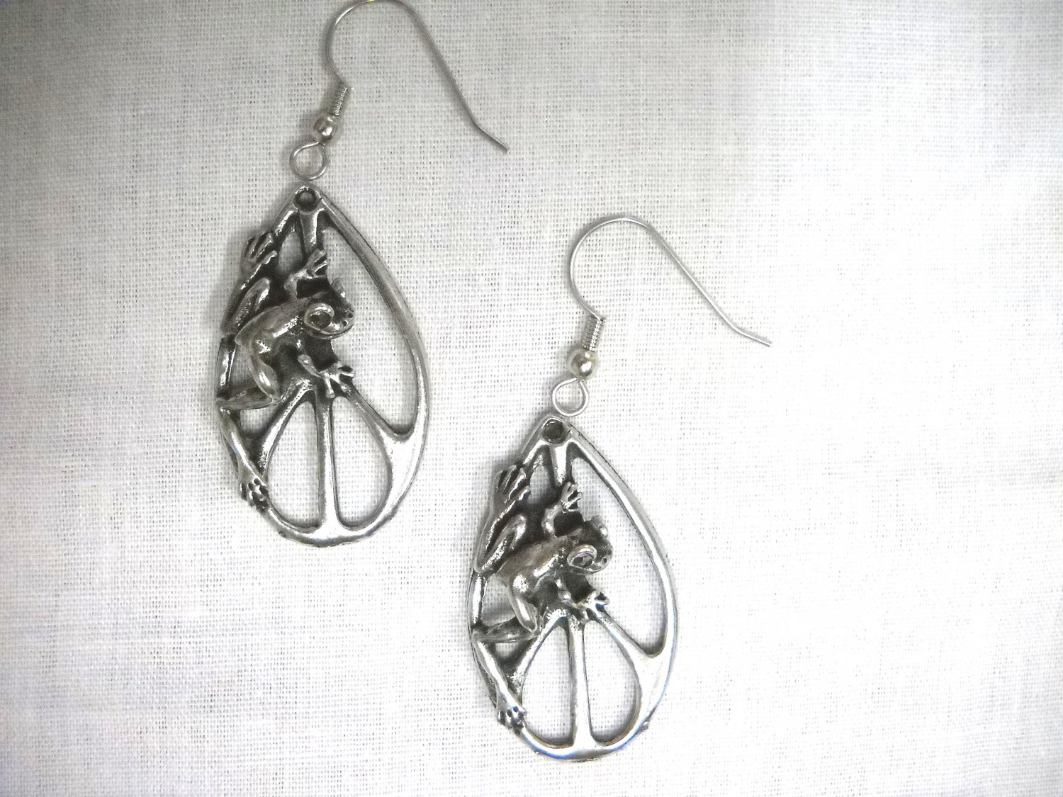 NEW TREE FROG ON DROPLET PEACE SIGN PEWTER PENDANT SIZE PAIR OF EARRINGS PEACE FROGS