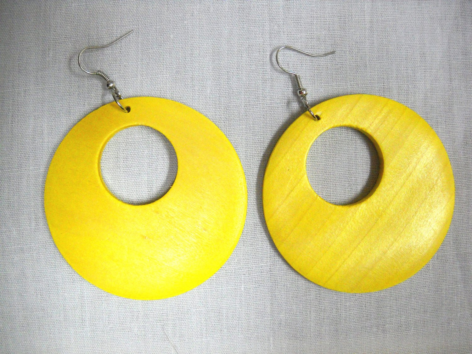 BIG SIZE LARGE YELLOW STAIN WOOD ROUND EXOTIC DANGLING FLAT HOOP EARRINGS