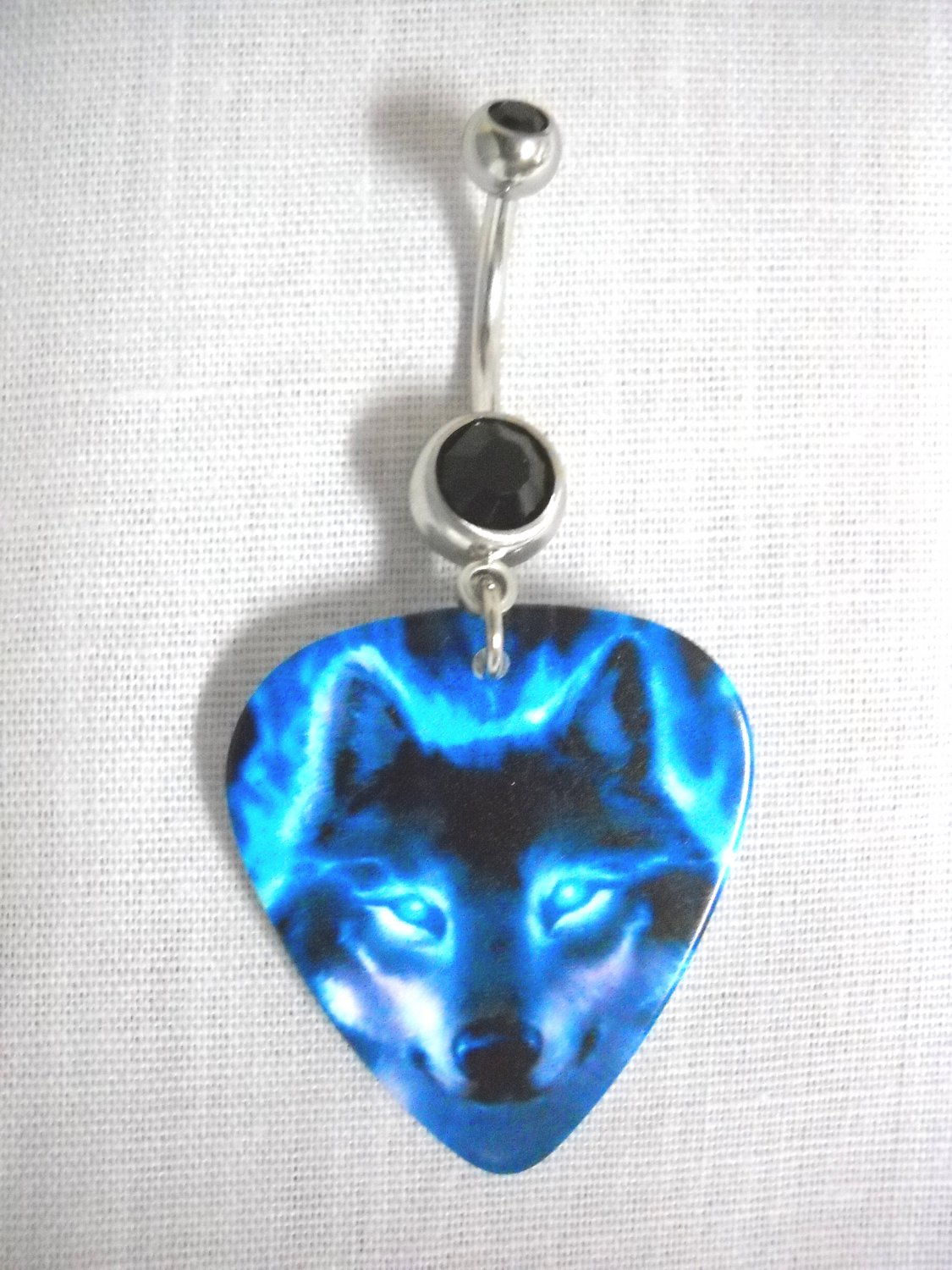 VIVID BLUE FIRE WOLF PACK ANIMAL PRINTED GUITAR PICK ON 14g BLACK CZ BELLY RING