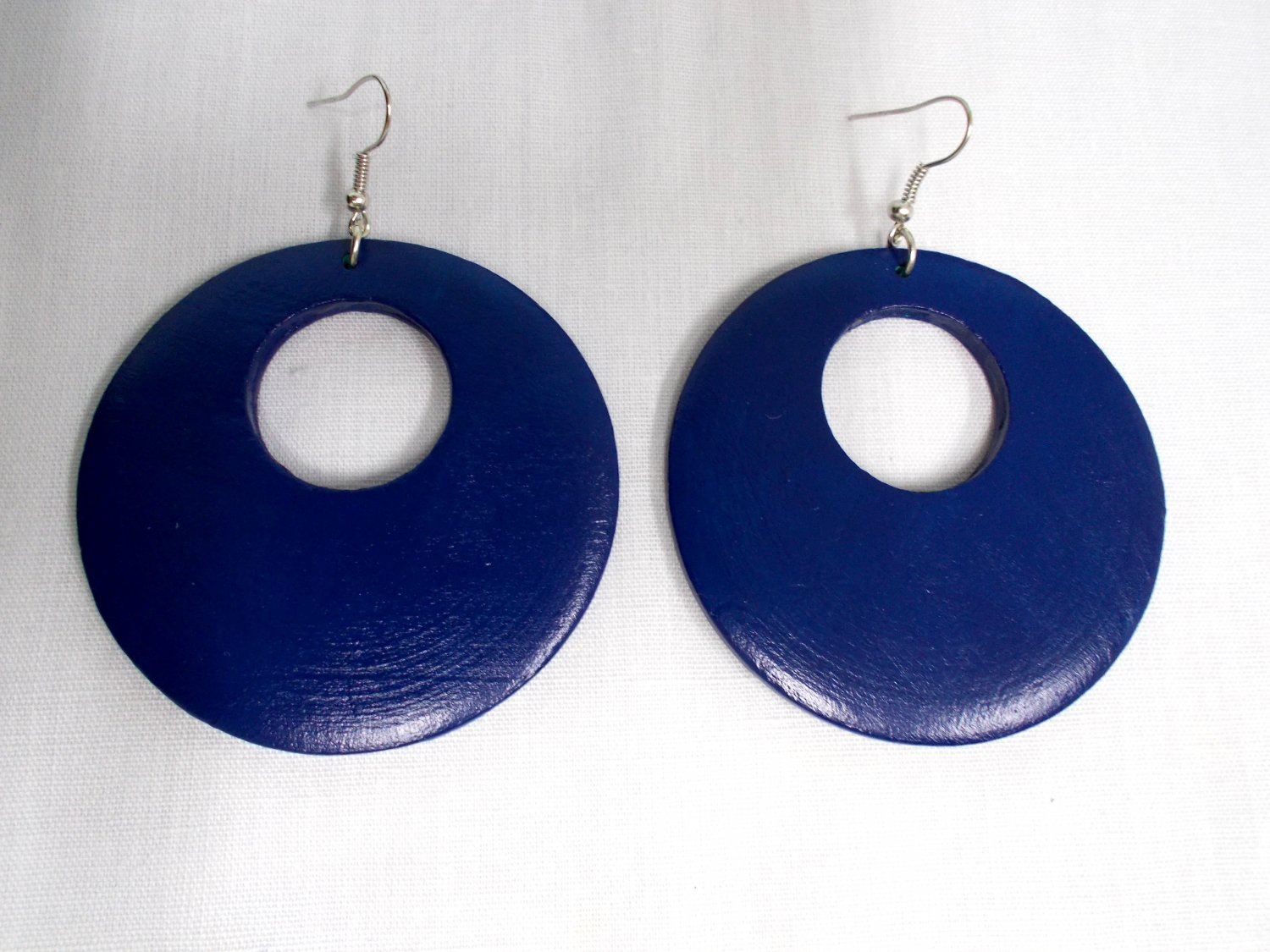 BIG SIZE LARGE NAVY BLUE HAND PAINTED WOOD ROUND EXOTIC DANGLING FLAT HOOP EARRINGS