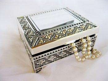 Square Emblematic Jewelry Box 26036