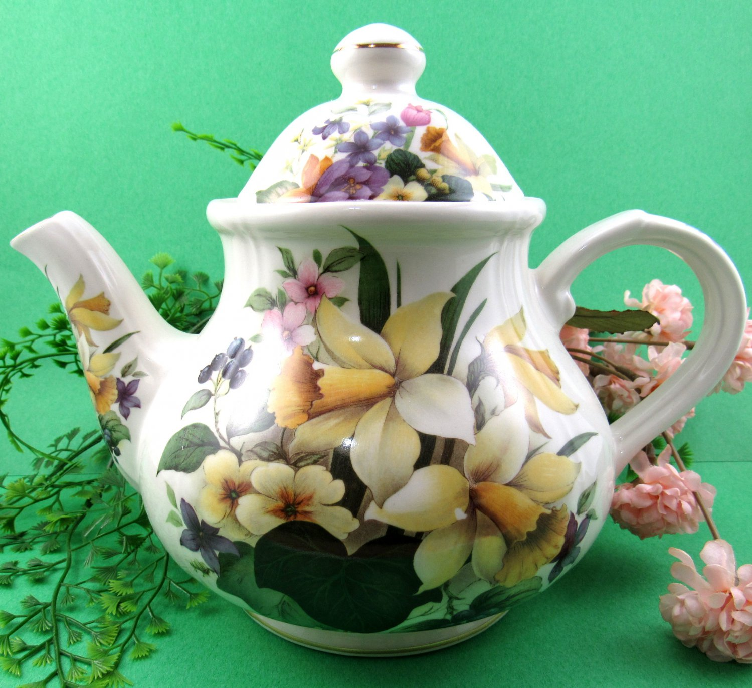 Sadler Teapot Churchill England 9 1/2 Inches Daffodils and Spring Flowers Gold Trim Large