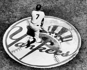 MICKEY MANTLE IN NEW YORK YANKEES CIRCLE 11x14 SIZE