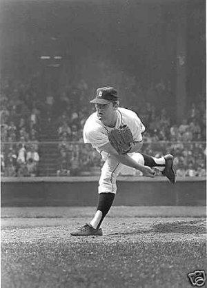 DETROIT TIGERS- DENNY McLAIN - 1968 ACTION