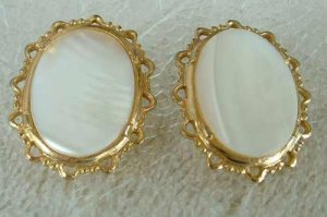 Large MOP Clip On Earrings Lots of Sparkle Vintage Jewelry