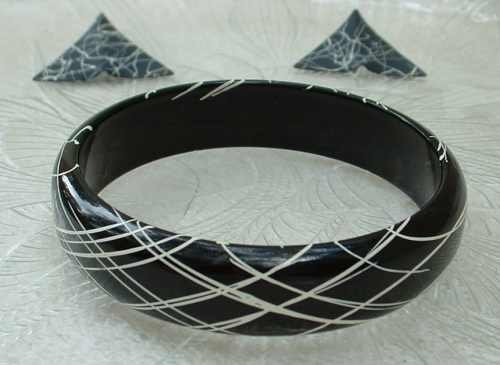 Black White Lacquer Wood Bangle Bracelet Enameled Metal Earrings Set