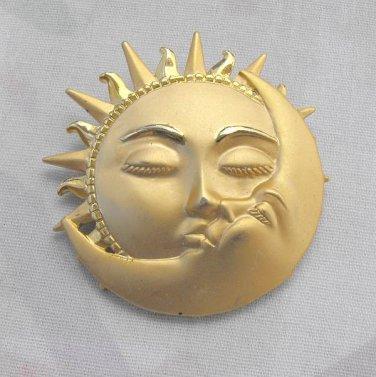 JJ Sun Kissing the Man in the Moon Brooch Matt Goldtone Vintage Jewelry