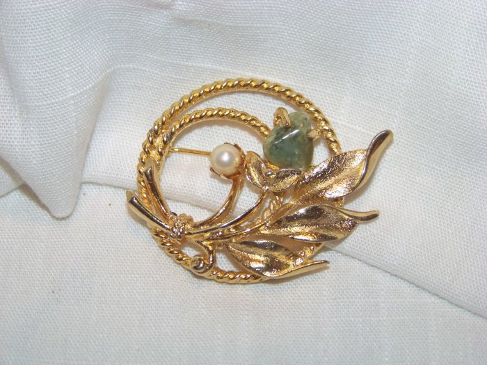 VINTAGE SARAH COVENTRY 'JADE GARDEN' PIN BROOCH