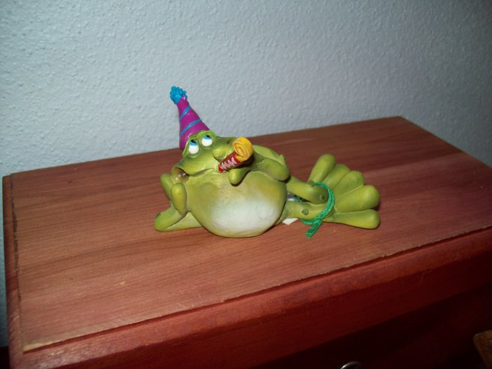 Russ Toadily Yours Happy Birthday Frog with Noisemaker & Party Hat 21166 FREE USA SHIPPING!