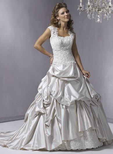 Wedding Dresses/ Wedding Gowns Gorgeous Stack-up Wedding Dress WN0076