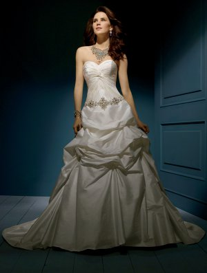 Wedding Dresses/ Wedding Gowns -- Skillfully Pleated and Gathered Strapless Wedding Dress AA0050