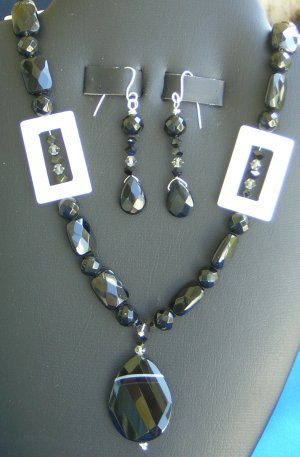 Faceted Black Onyx and White mother-of-pearl set