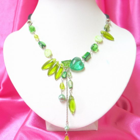 free shipping ~ NB401 CRYSTAL CLEAR GREEN GLASS BEADS DANGLE NECKLACE