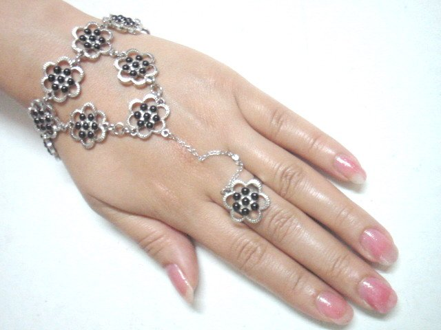 free shipping BA146 ETHNIC JEWELRY BLACK FLORAL BRACELET WITH RING