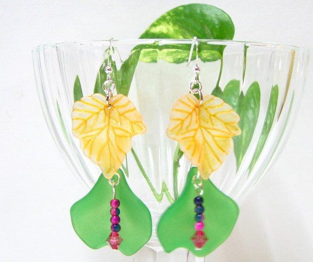E1003 Impression of Flower- Cyclamen Floral Earrings 7cm