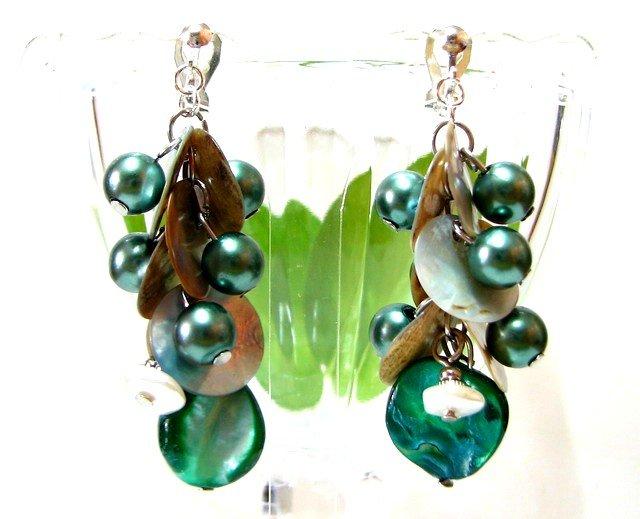 *FREE SHIPPING* E441 Shell & Beads Green Dangle Clip On Earrings 6cm