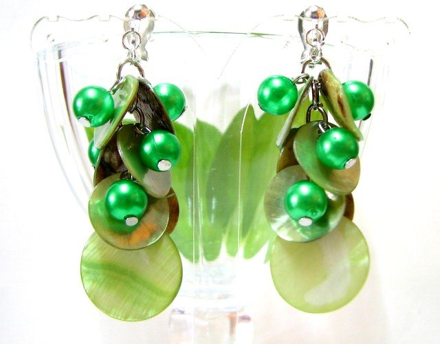 *FREE SHIPPING* E444 Green Shell & Beads Clip On Earrings 6cm cOOl!!