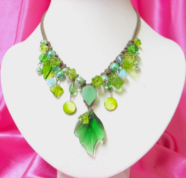 *FREE SHIPPING*NB402 GLASS LEAF PENDANT DANGLE NECKLACE 18 inches