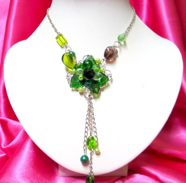 *FREE SHIPPING*NB269 GREEN GLASS & BEADS FLORAL PENDANT DANGLE NECKLACE 18 inches